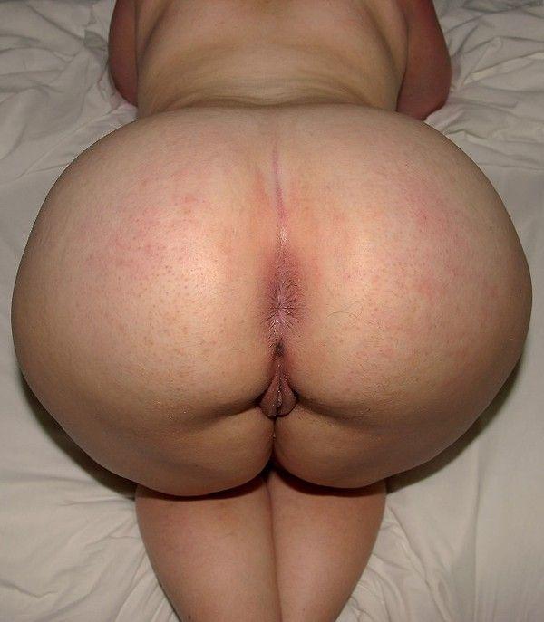 homme se masturbe grosse fesse en levrette