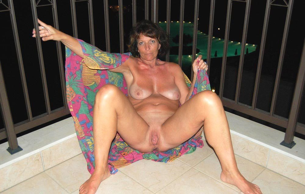 Uk mature big titted strippers